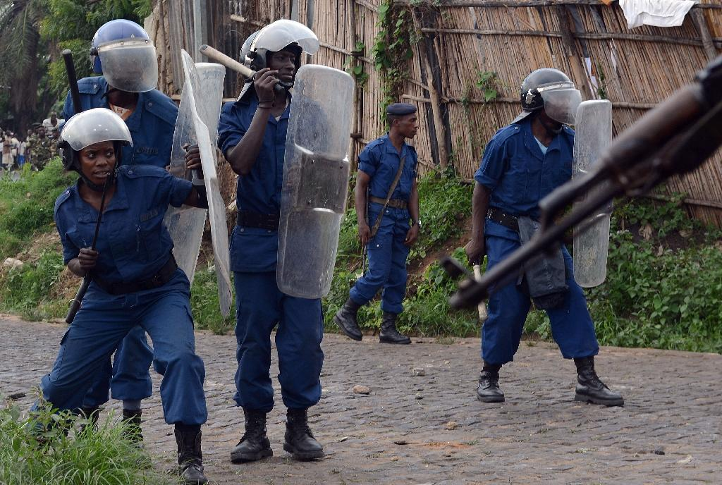 Burundian riot police at a protest in Musaga, on the outskirts of Bujumbura, on April 29, 2015 (AFP Photo/Simon Maina)