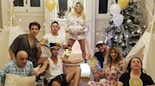 Vicky Xipolitakis celebró sus ocho meses de embarazo con un piyama party, mariachis y mucho más