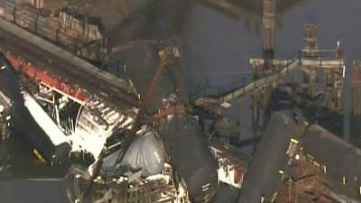 Raw: Train carrying chemicals derails in NJ