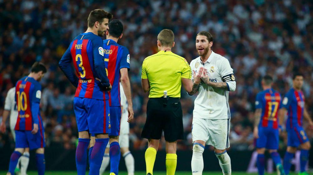 Real Madrids Ramos überreichte Clasico-Schiedsrichter ein Trikot