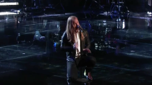 Mic drop: Top 24 'Voice' rocker Wilkes improvises epic stage move