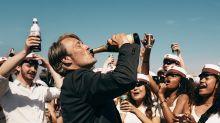 ¿Es apropiada la celebración de la vida y el alcohol que propone 'Otra ronda'?