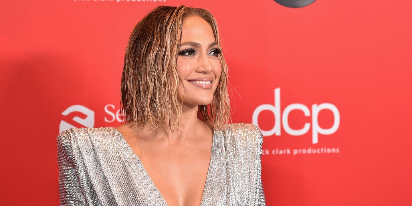 Jennifer Lopez Looks Incredible in a Silver Crop Top and Side Slit Skirt at the 2020 AMAs - Yahoo Lifestyle