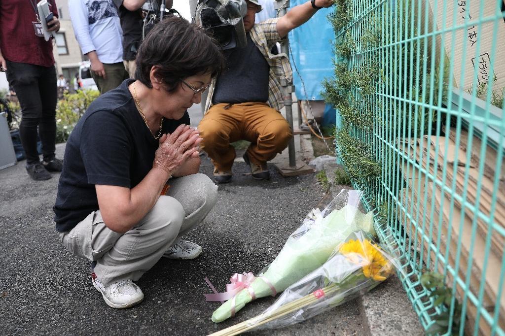 Locals left flowers in memory of the victims (AFP Photo/Behrouz MEHRI)