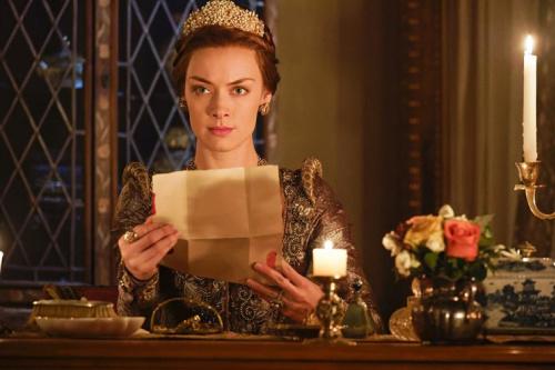 Rachel Skarsten as Queen Elizabeth I in CW's Reign. (Photo Credit: Ben Mark Holzberg/The CW)