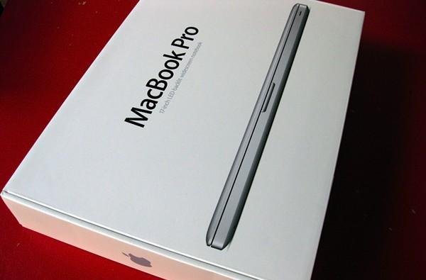MacBook Pro 17-inch unibody unboxing and hands-on