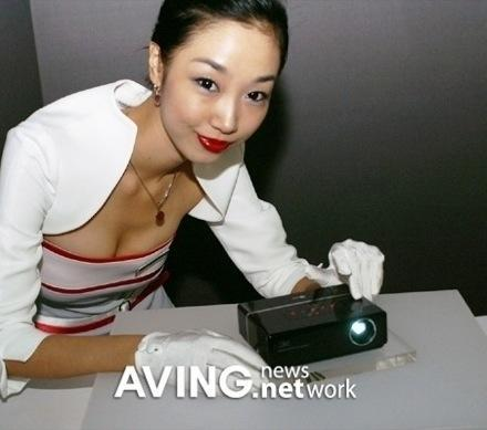 """LG's Chocolate DLP """"hand held"""" projector"""
