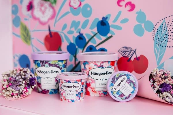 知名冰淇淋品牌哈根達斯於春天推出兩款全新口味櫻花冰淇淋與薰衣草藍莓冰淇淋,不僅外觀包裝夢幻華麗,全新滋味更是應景。(圖/Häagen-Dazs,以下同)