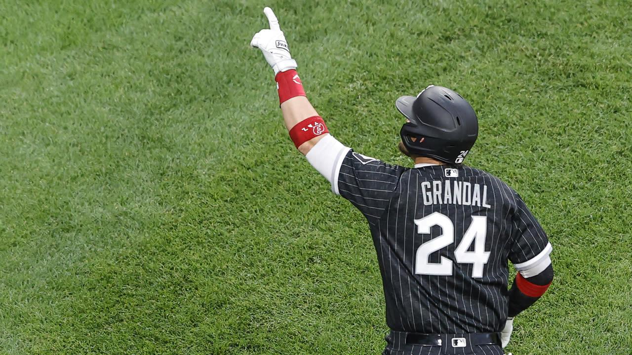 White Sox' Yasmani Grandal has surgery on torn tendon in knee - Yahoo Sports