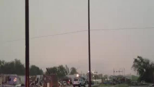 Thunderstorms damper cleanup efforts in Moore