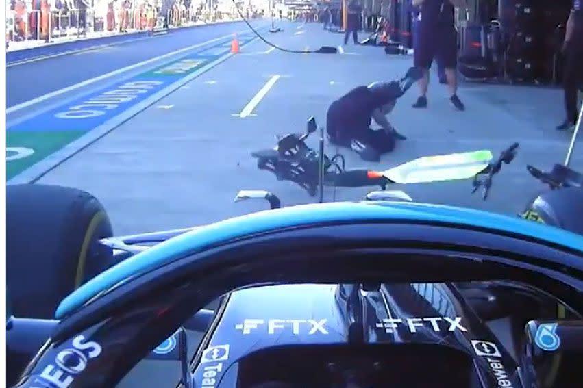 Lewis Hamilton y el incidente del día en la Fórmula 1: se llevó por delante a un mecánico de Mercedes