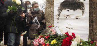 L'omaggio dei moscoviti a Boris Nemtsov. L'oppositore di Putin fu assassinato nel 2015