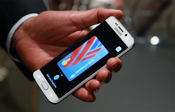 Watch Samsung Pay in action, which hits the US on September 28