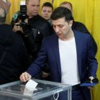 Fed up with status quo, Ukrainians tipped to elect comedian as president
