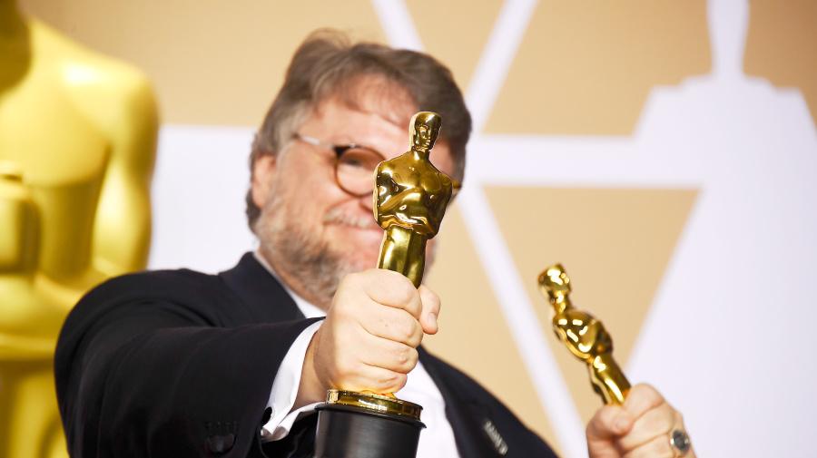 Del Toro ayuda a estudiantes en lugar de la 4T