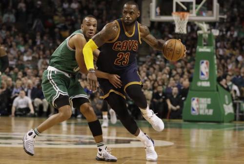 Cleveland reste le patron, Westbrook rate le record