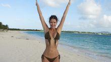 Marlene Favela presume en diminuto bikini de la envidiable figura que tiene a sus 42 años