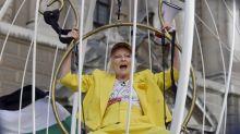 Vivienne Westwood im Vogelkäfig: Lasst Julian Assange frei!