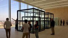 Grande folla per l'apertura della Torre di Fondazione Prada