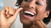 Alltagsfrage: Benutzt man Zahnseide besser vor oder nach dem Zähneputzen?