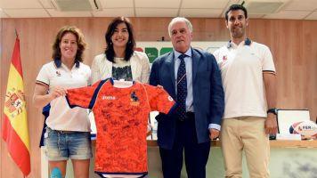 Las Leonas de rugby 7 felicitan a Rienda por su llegada al CSD