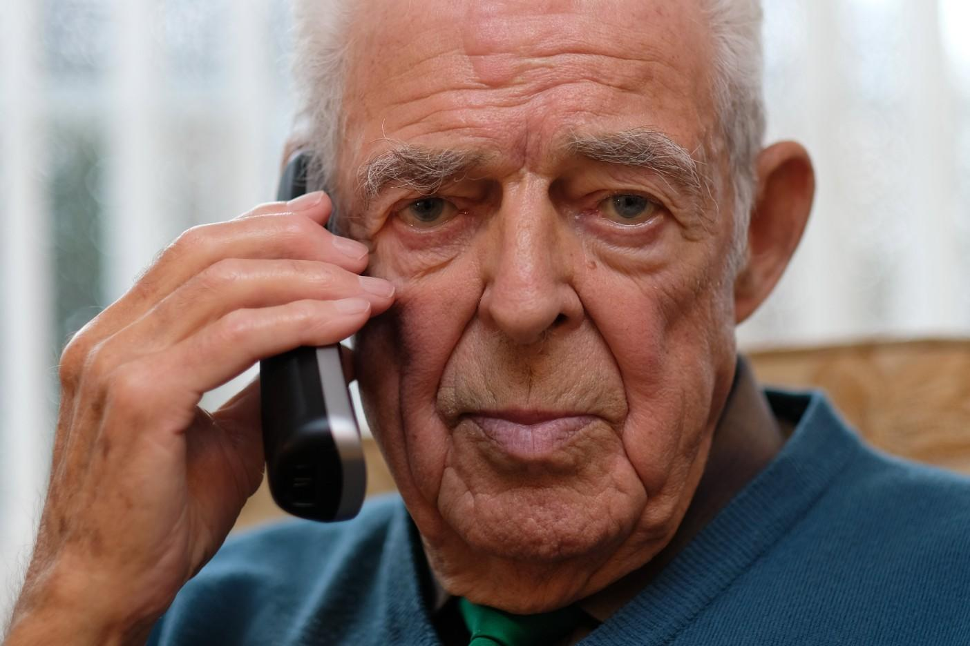 Strangers raise £15,000 for 91-year-old man after phone scammers tricked him out of his life savings
