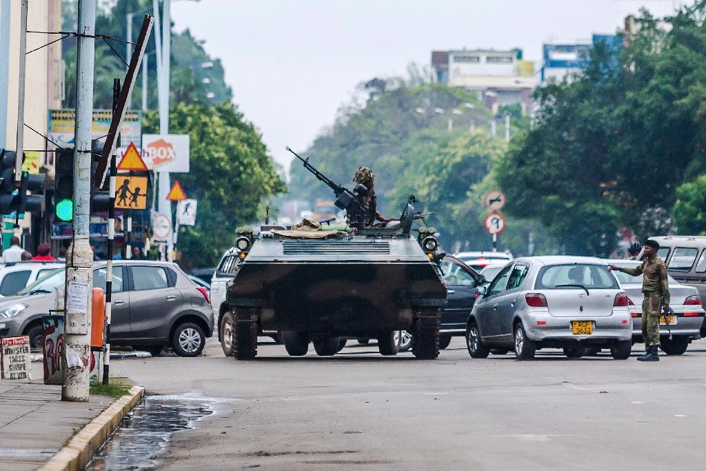 Foreign embassies in Zimbabwe have told their citizens to stay off the streets (AFP Photo/-)