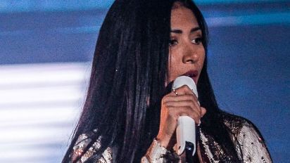 Simaria se emociona em show na festa de Barretos