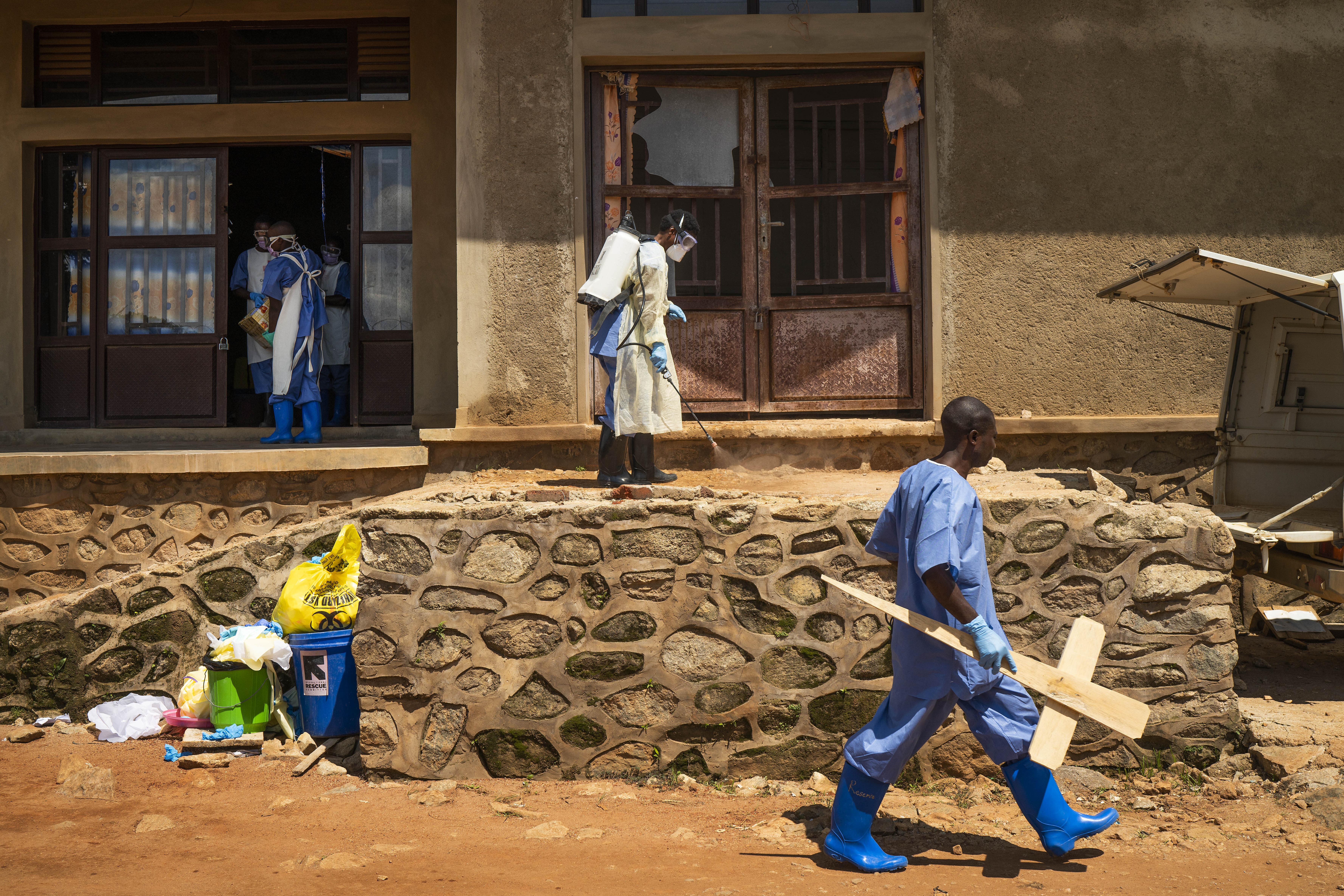 Uganda fears Ebola outbreak after Congolese fish trader's death