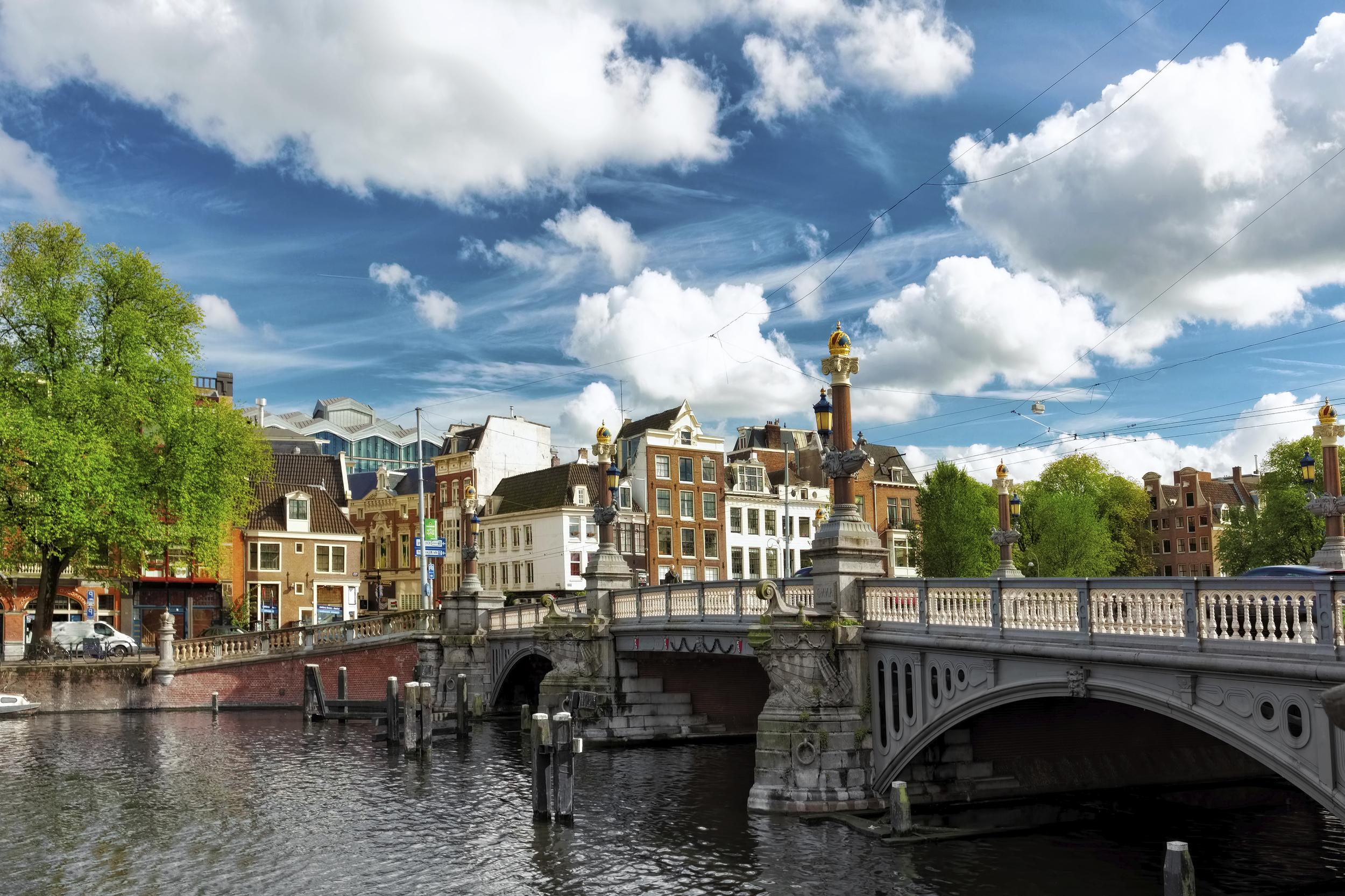 <p>The Netherlands has a flat-rate public pension and quasi-mandatory earnings-related occupational schemes - which are industry-wide defined benefit schemes based on lifetime average earnings.</p>  <p>The system scored 79.2 out of 100. All its scores were high - particularly for the integrity of the system.</p>