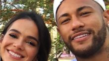 Neymar contrata avião e faz surpresa para Marquezine