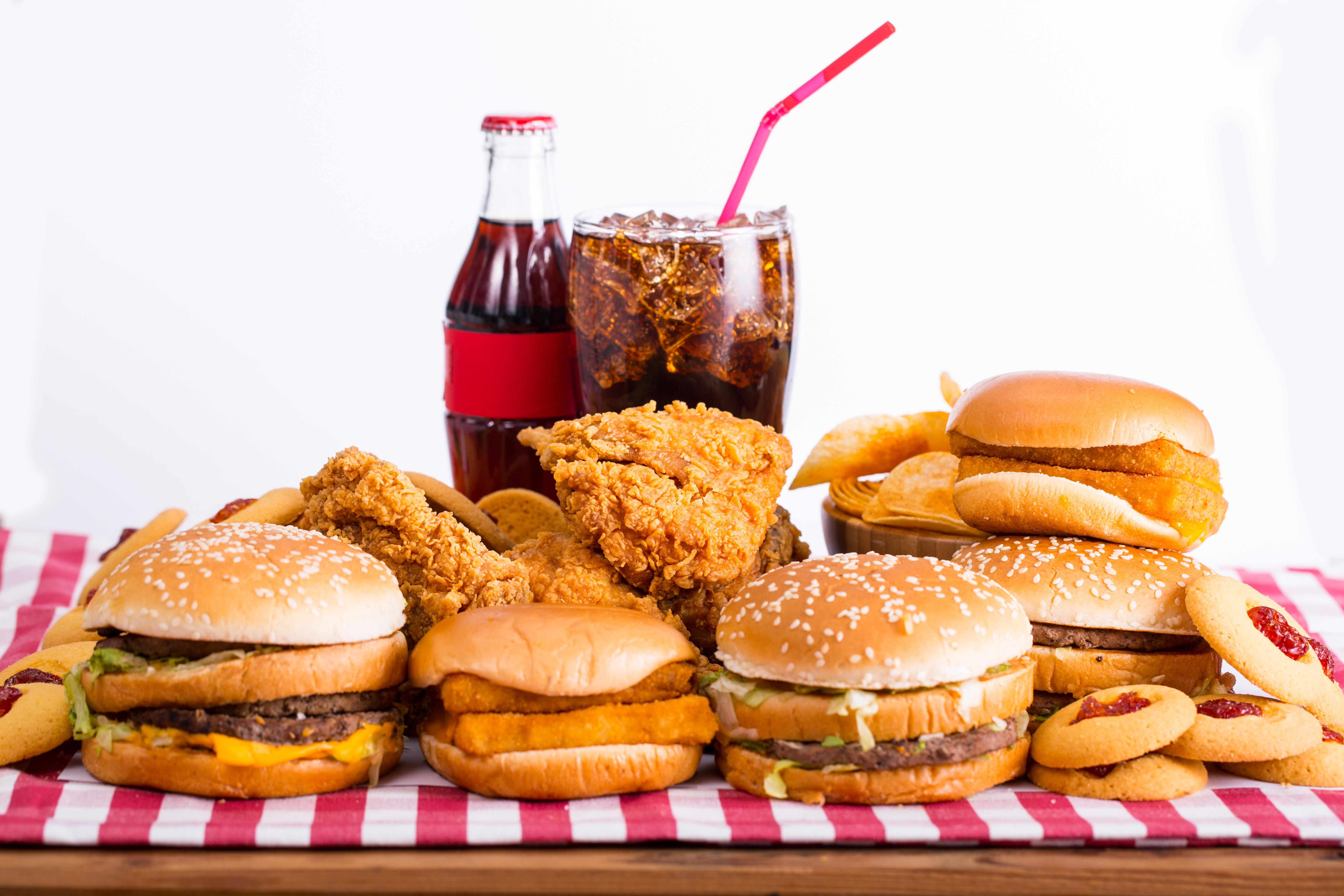 explain the causes for the popularity of fast food restaurants Fast food is the term given to food that can be prepared and served very quickly fast food can also be defined as any food that contributes little or no nutrient value to.
