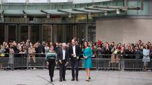 Los Duques de Cambridge hacen visita sorpresa a BBC y Kate no sorprende al reciclar otro vestido