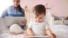 ¿Cuánto tiempo pueden pasar los niños pequeños frente a las pantallas?