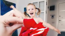 Esta niña podría comerse la mayoría de sus 'vestidos'