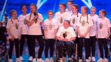 Mädchen sitzt seit Attentat im Rollstuhl – jetzt begeistert sie Millionen