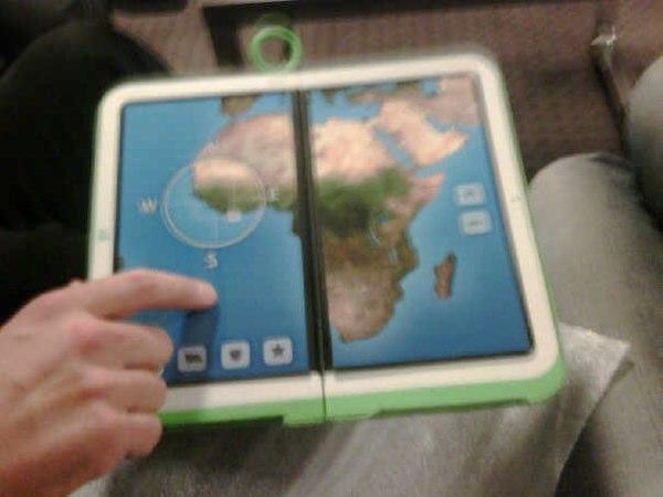 OLPC 2.0 dual touchscreen mockup surfaces in the wild