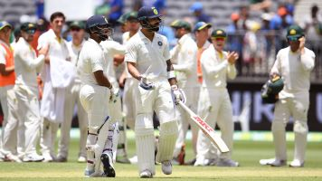 Australia edge ahead after another fiery day in Perth
