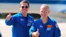 Quiénes son los astronautas que inauguran la era de los vuelos espaciales comerciales
