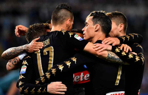 Napoli vence a Lazio e fica perto de uma vaga na Liga dos Campeões