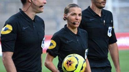 """Football : première femme à arbitrer un match de Ligue des champions, Stéphanie Frappart """"n'en finit pas d'écrire l'histoire"""", salue Nadia Benmokhtar"""