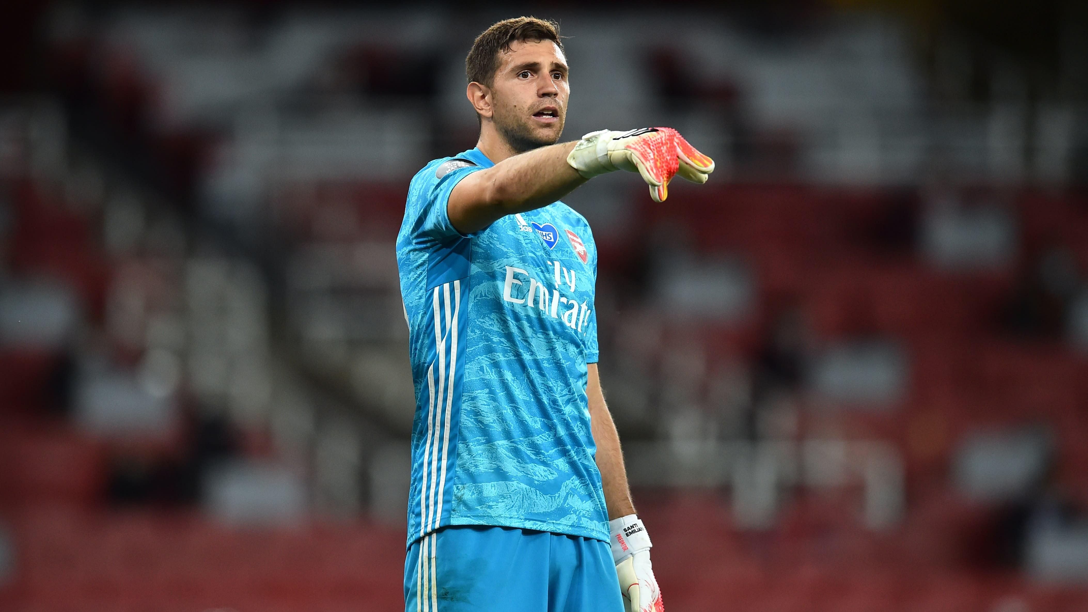 Emiliano Martinez has to earn Aston Villa's number one shirt – Dean Smith