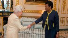 """Nuevo golpe a la corona: Barbados """"destituye"""" a la reina Isabel II como jefa de Estado"""