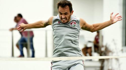 Lucas retorna aos treinos e será titular do Fluminense contra o Goiás