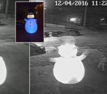 Frosty the Inflatable Snowman Gets Shanked by a Grinch