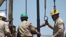 Oil rout leaves energy stocks oversold, contrarians circling