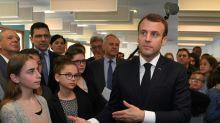 """Macron plaide pour """"une ruralité active"""", loin de """"l'esprit de défaite"""""""