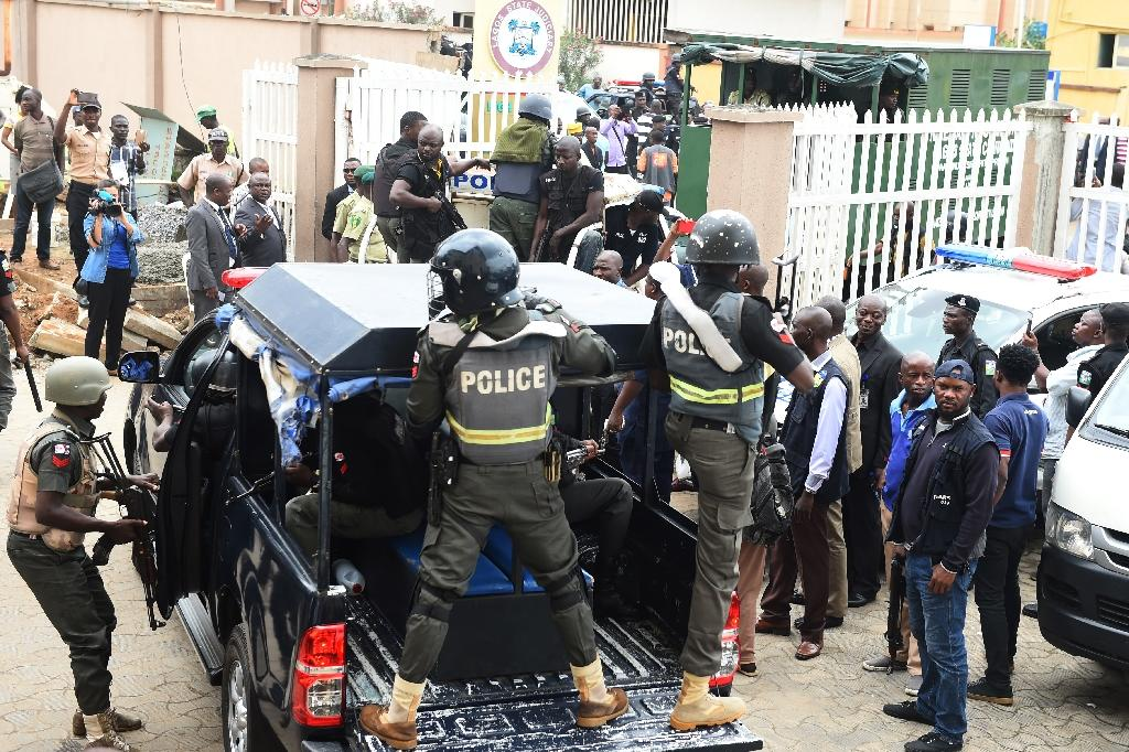 """Riot police escort Nigerian kidnapping kingpin Chukwudubem Onwuamadike, known as """"Evans"""", to prison after his court appearance (AFP Photo/PIUS UTOMI EKPEI)"""