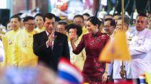 Le roi de Thaïlande s'offre un confinement de luxe avec son harem