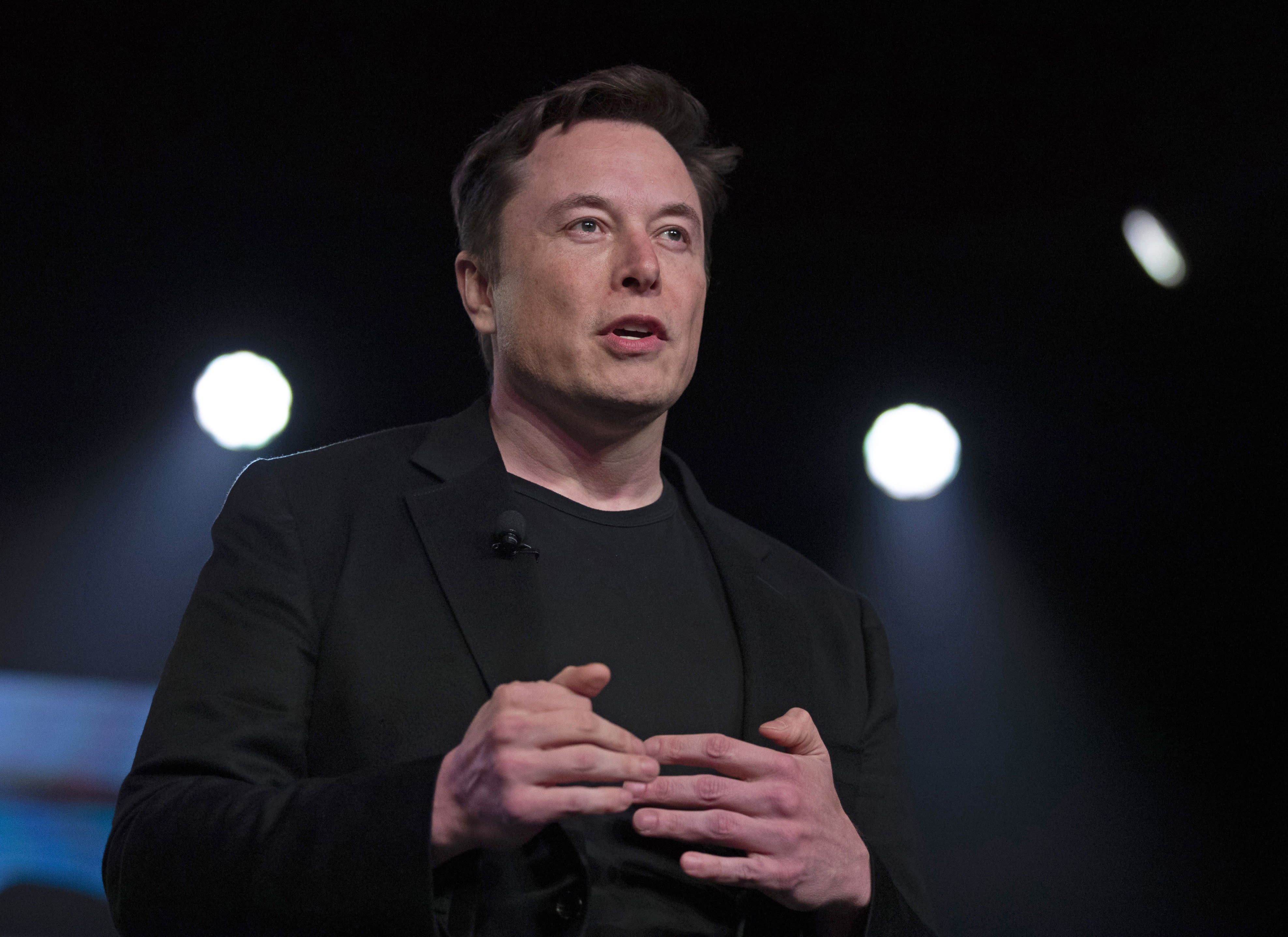 Elon Musk gives Presidential Candidate Andrew Yang his support.
